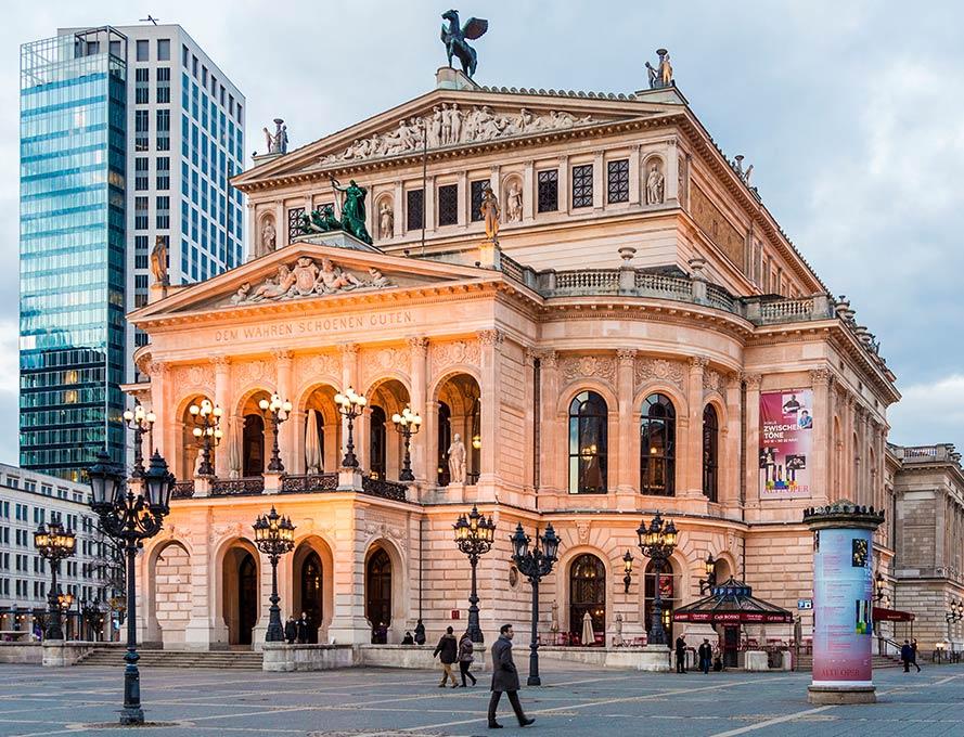 Auch kulturell hat Frankfurt viel zu bieten – die Alte Oper begeistert jedes Jahr aufs neue nicht nur Opernfans